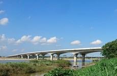 Thi công bù lún đầu cầu, cống dự án cao tốc Đà Nẵng-Quảng Ngãi