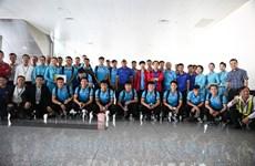 Tuyển Việt Nam bay sang Malaysia chuẩn bị trận Chung kết AFF Cup