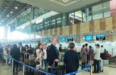 Lo quá tải hàng không, Cảng Nội Bài hạn chế người đưa tiễn khách
