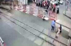Bộ trưởng Giao thông khen ngợi 2 nữ gác chắn cứu bà cụ khi tàu lao tới