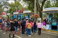 Hành khách mua được vé bay giá rẻ tại lễ hội Vietnam Airlines Festar