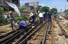 Đường sắt Bắc-Nam được thông tuyến sau gần 8 giờ vì tàu hỏa trật bánh