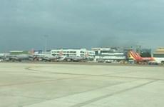 Hủy và lùi giờ hàng loạt các chuyến bay do con bão số 2 đổ bộ