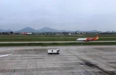 Máy bay hạ cánh đi vào đường lăn đang bảo dưỡng ở Tân Sơn Nhất