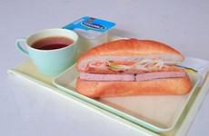 Vietnam Airlines phục vụ bánh mỳ Việt Nam trên đường bay nội địa