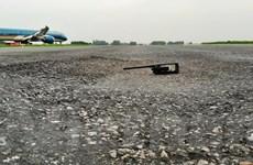 Cận cảnh đường băng ở sân bay Nội Bài bị hư hỏng trầm trọng