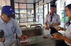 Mỗi ngày có gần 10.000 người đăng ký làm thẻ xe buýt miễn phí