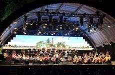 Dàn nhạc giao hưởng London trình diễn Quốc ca Việt Nam tại phố đi bộ