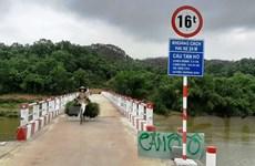 Những cây cầu treo dân sinh phá thế 'ốc đảo', nối dài 'con chữ'