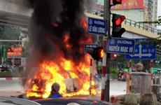Hà Nội: Ôtô bốc cháy sau khi va chạm khiến một phụ nữ tử vong