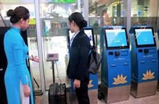 Lần đầu cho hành khách tự làm thủ tục hành lý tại quầy kiosk ở sân bay