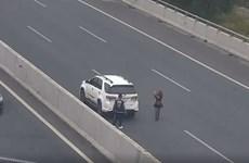 Đỗ xe ôtô trên cao tốc để chụp ảnh, nữ tài xế bị phạt 7 triệu đồng