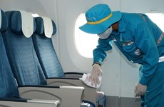 Cận cảnh quy trình khử trùng tàu bay nội địa của Vietnam Airlines