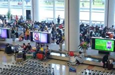 Gần 2.200 người Việt Nam từ các nước vùng dịch về sân bay Nội Bài
