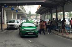 Taxi giải tỏa hành khách ở sân bay Nội Bài chỉ được chạy một chiều