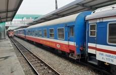 Đường sắt chạy một đôi tàu khách Bắc-Nam, tăng cường tàu hàng nhanh