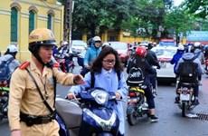 Nhiều học sinh đi xe máy khi chưa đủ tuổi và không có bằng lái