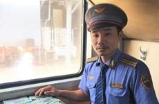 Nhân viên đường sắt trả lại 100 triệu đồng khách bỏ quên trên tàu