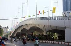 Cấm xe cao quá 3,5m đi cầu vượt Hoàng Quốc Việt-Nguyễn Văn Huyên