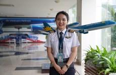 Nữ Cơ phó Vietnam Airlines: 'Phấn khích khi được bay lượn bầu trời'