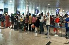 Hai hành khách dùng giấy tờ nhân thân giả bị cấm bay 12 tháng