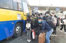 Người dân ùn ùn đổ về bến xe dịp nghỉ Tết Dương lịch 2021