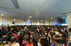Vì sao sân bay Tân Sơn Nhất lại bị ùn tắc tại khu vực soi chiếu?