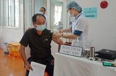 Nhân viên sân bay Tân Sơn Nhất, Pleiku được tiêm vaccine COVID-19