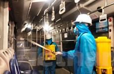 Xe buýt Hà Nội phun khử khuẩn để phòng chống dịch COVID-19