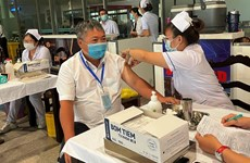 Đề nghị ưu tiên tiêm vaccine COVID-19 cho nhân viên hàng không