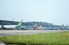 Giá vé máy bay sẽ cao hơn do các hãng tăng phí quản trị hệ thống
