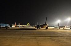 Sân bay Nội Bài đóng cửa đường lăn để dành chỗ cho tàu bay đỗ qua đêm
