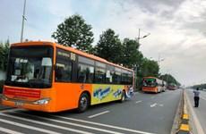 Người từ TP.HCM về Hà Nội được xe buýt đưa đến khu cách ly tập trung
