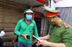 Hà Nội: Xử phạt 'shipper' giao hàng ra đường không có lý do chính đáng