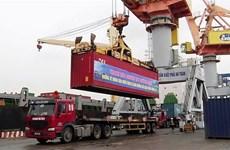 Tàu biển VIMC vận chuyển gần 600 tấn hàng hóa hỗ trợ các tỉnh phía Nam