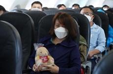Hành khách hào hứng khi đường bay nội địa của Vietjet được nối lại