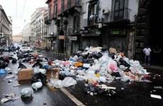 """Italy xem xét khả năng điều quân đội chống """"mafia rác"""""""