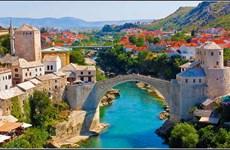 Mostar - Nước xanh chảy mãi dưới chân cầu
