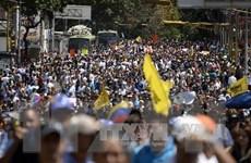 Người biểu tình Venezuela đụng độ với cảnh sát