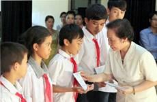 Phó Chủ tịch nước tặng thưởng 100 học sinh trường Giáo dưỡng