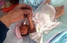 Trung Quốc: Bé gái sinh non sống sót sau 2 giờ bị chôn sống