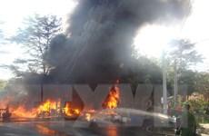 Cháy lớn thiêu rụi kho phế liệu sát ký túc xá Đại học Đồng Nai