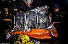 [Photo] Tìm kiếm hộp đen QZ8501 và trục vớt thi thể các nạn nhân