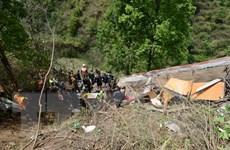 Nepal: Xe buýt mất lái lao xuống sông khiến 12 người thiệt mạng