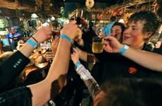 Quốc hội Bồ Đào Nha siết chặt luật liên quan rượu và thuốc lá