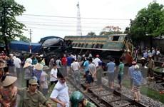 Thái Nguyên: Xe ôtô tải đâm tàu hỏa trật bánh khỏi đường ray