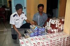 Cảnh sát biển bắt giữ xuồng vận chuyển hàng nghìn bao thuốc lá lậu