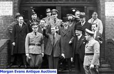 Xuất hiện bộ ảnh Edward III giơ tay chào kiểu Đức Quốc xã năm 1937
