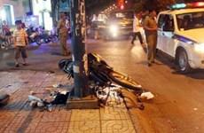 Xe máy chở ba tông vào cột điện, 2 thanh niên chết tại chỗ