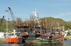 Lai dắt tàu cá và 38 thuyền viên bị nạn vào cảng Nha Trang an toàn